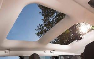2015-jeep-renegade-interior-moon-roof