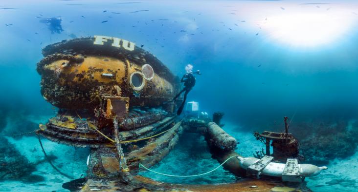 Surveying-the-FIUs-Aquaruis-Reefbase-in-the-Florida-Keys-National-Marine-Sanctuary
