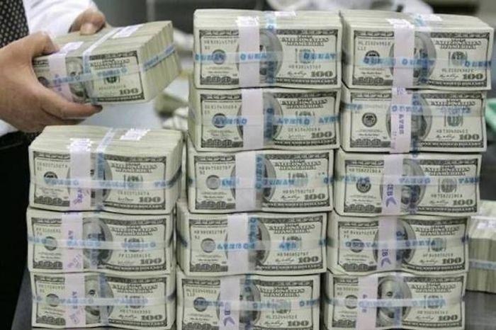 lotta money-min