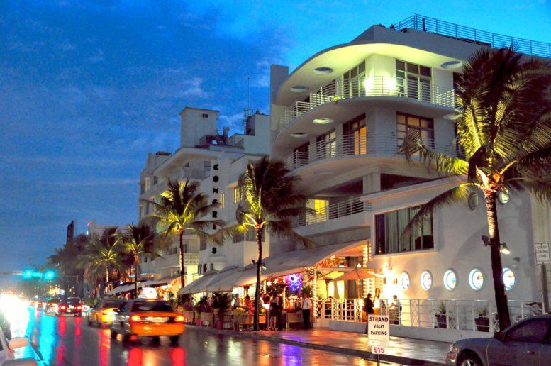 Ocean_drive_south_beach_miami_night-min (1)