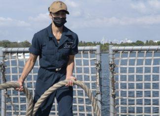 Miami Sailor handles mooring lines aboard U.S. Navy ship